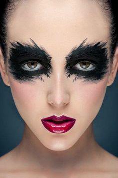 Halloween Make up - black eyes