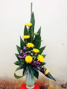 Contemporary Flower Arrangements, Tropical Flower Arrangements, Flower Arrangement Designs, Church Flower Arrangements, Flower Designs, Altar Flowers, Church Flowers, Indoor Flowers, Funeral Flowers