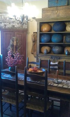 Primitive dining room Nailed it! Decor, Country Decor, Primitive Dining Room, Primitive Homes, Colonial Dining Room, Colonial Decor, Primitive Decorating Country, Prim Decor, Primitive Furniture