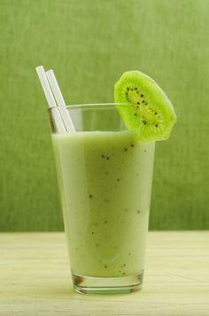 Smoothie z kiwi Kiwi Smoothie, Nutribullet, Glass Of Milk, Drinks, Food, Drinking, Beverages, Essen, Drink