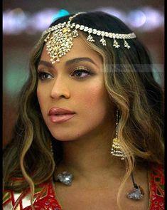 Beyonce Beautiful Photoshoot with Indian Style Beyonce 2013, Beyonce Photos, Beyonce Coachella, Rihanna, Beyonce Body, Beyonce Makeup, Beyonce Style, Beautiful Celebrities, Most Beautiful Women