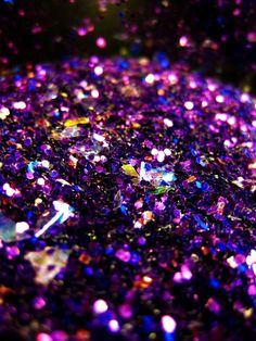light, glitter... the effect created where multiple little glimmers form a glitter. always shiny and somewhat reflectional.