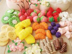Felt Cake, Felt Cupcakes, Felt Diy, Felt Crafts, Diy And Crafts, Diy For Kids, Crafts For Kids, Diy Kids Kitchen, Felt Play Food