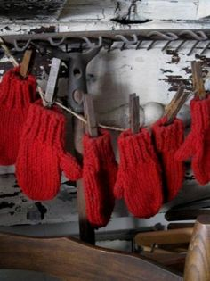 So love red mittens at Christmas....great twine & closepin garland.....