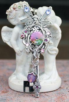 Fairy swarovski rose key necklace by DreamCloudJewelry on Etsy Key Jewelry, Cute Jewelry, Crystal Jewelry, Jewelery, Jewelry Accessories, Antique Keys, Vintage Keys, Vintage Jewelry, Magical Jewelry