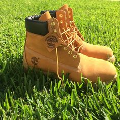 MENS TIMBERLAND BOOTS Men's 10.5. Great condition! Only worn a couple times. No damage. Bottom and shoes still look brand new. Original box got thrown away. Negotiable Timberland Shoes