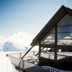 Whare Kea Chalet in Winter. Luxury accommodation and breathtaking views on the edge of Mt Aspiring National Park, near Lake Wanaka, New Zealand. Photo by Kieran Scott New Zealand Winter, Lake Wanaka, Luxury Accommodation, Winter Travel, Travel Pictures, Skiing, Snowboarding, Travel Destinations, National Parks