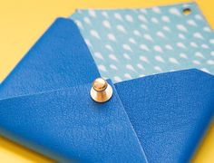 DIY-leather-enveloppe-Mamie-Boude-blue2