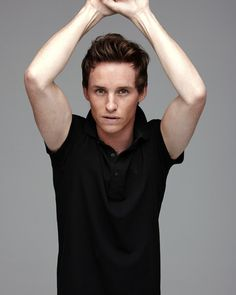 It's happy time for the actor Eddie Redmayne who has won the best actor Oscar award 2015 for the movie The Theory of Everything. Oscar best actor award is precious. Eddie Redmayne, Beautiful Men, Beautiful People, British Actors, British Boys, Les Miserables, Best Actor, Fantastic Beasts, Famous Faces