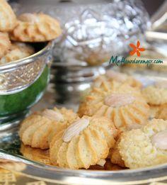 Ces petits gâteaux aux amandes sont délicieux et facile à préparer, on peut les aromatiser au parfum qu'on veut, gomme arabique, zeste de citron, cannelle ou fleur d'oranger...