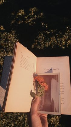 Shared by Park Júlia Mendes. Find images and videos about vintage, aesthetic and flowers on We Heart It - the app to get lost in what you love. Peach Aesthetic, Book Aesthetic, Flower Aesthetic, Aesthetic Photo, Aesthetic Vintage, Aesthetic Pictures, Aesthetic Clothes, Aesthetic Pastel Wallpaper, Aesthetic Backgrounds