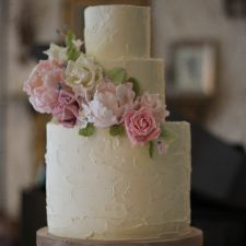 CocoaMoiselle is a confection studio based in Dublin, creating handmade sweets, pastries, personalised wedding and celebration cakes. Buttercream Wedding Cake, Buttercream Flowers, Vanilla Buttercream, Wedding Cake Rustic, Wedding Cakes, Sugar Flowers, Fresh Flowers, Celebration Cakes, Beautiful Cakes