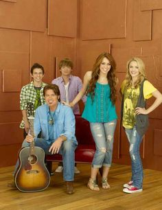 Hannah Montana is an American character who is the heroine of the American television series which carries her name. This series debuted on the Disney Hannah Montana Outfits, Hannah Montana Forever, Miley Cyrus, Miley Stewart, Old Disney Channel, Billy Ray Cyrus, Nostalgia, Emily Osment, Birthday Boy Shirts