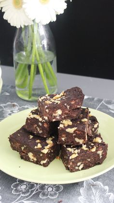 No oven? No problem with these ooey gooey and nutty no-bake brownies. Healthy No Bake Cookies, Easy No Bake Desserts, Easy Cookie Recipes, Köstliche Desserts, Brownie Recipes, Delicious Desserts, Cake Recipes, Dessert Recipes, Cheese Recipes
