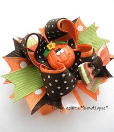 OHHH cutest fall hair bow ever! Holiday Hair Bows, Halloween Hair Bows, Ribbon Hair Bows, Diy Hair Bows, Ribbon Art, Ribbon Crafts, Thanksgiving Tutu, Bow Accessories, Making Hair Bows