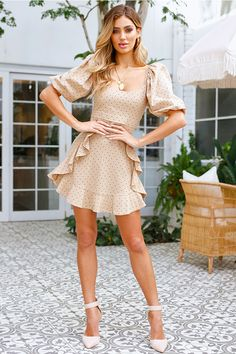 Stylish Vovo Falbala Waisted Short Sleeves Dot Mini Dress Casual Falbala Waisted Short Sleeves Dot Mini Dress L Vacation Dresses, Summer Dresses, Clubbing Dresses, Classy Outfits, Cute Outfits, Belle Lucia, Beige Dresses, Beige Dress Outfit, Short Waist