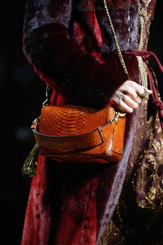Lanvin Fall 2015 Ready-to-Wear Collection - Vogue Lanvin, Fashion Details, Fashion Design, Elegance Fashion, Fashion Show, Fashion Trends, Weird Fashion, Fashion 2015, Ethnic Fashion