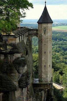 Der Königsstein, bei Dresden, in der sächsischen Schweiz. The Königsstein Fortress near Dresden, in Saxon Switzerland.