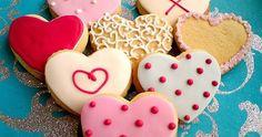 Os biscoitos decorados são um charme. Podem ser feitos para qualquer ocasião e decorados de acordo com a festa. A receita é bastante simples e as possibilidades de decoração são infinitas.