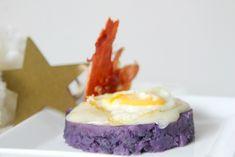 receta: timbal de patatas violetas, torta del Casar, huevo de codorniz y crujiente de Ibérico