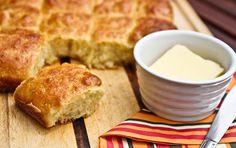 Brioche to francuskie śniadaniowe ciasto drożdżowe. Pancakes, Breakfast, Food, Brioche, Morning Coffee, Essen, Pancake, Meals, Yemek