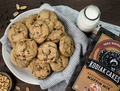 Peanut Butter Chocolate Chip Muffin Top Cookies ~ Kodiak Cakes Peanut Butter Chocolate Chip Muffin T Peanut Butter Muffins, Chocolate Chip Muffins, Peanut Butter Recipes, Chocolate Cookies, Kodiak Cake Muffins, Kodiak Cakes, Healthy Cookies, Healthy Sweets, Ww Desserts