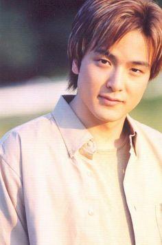 Park Yong Ha    lo recuerdo mucho un actor y cantante exelente  que vos mas vonita