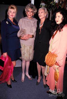 Sd1014 Int'l Art and Dealers Antique Show. Armory , New York City. Ivana Trump, Pat Buckley, Nan Kempner, and Tama Janowitz. Photo: Rose Hartman-Globe Photos Inc 1999 Nankempnerretro