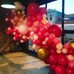 different sized balloons on one garland! Balloon Installation, Balloon Backdrop, Balloon Columns, Balloon Wall, Balloon Garland, Balloons Galore, Celebration Balloons, Prom Themes, Ball Decorations