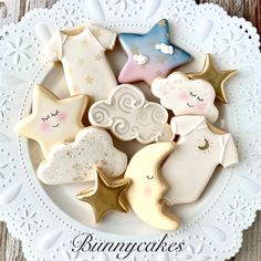 Twinkle Twinkle little star themed baby shower decorated sugar cookies included moon stars clouds baby onesie and night sky by Bunnycakes LLC Cloud Baby Shower Theme, Baby Girl Shower Themes, Gender Neutral Baby Shower, Baby Boy Shower, Baby Gender, Star Cookies, Baby Cookies, Baby Shower Cookies, Baby Shower Favors