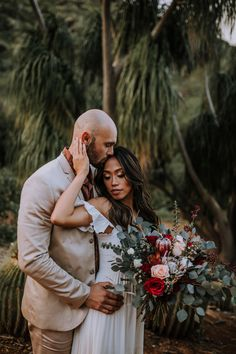 Browse to see this boho bridal session styled shoot in Honolulu, Hawaii. This styled shoot included Honolulu Wedding, Hawaii Wedding, Honolulu Hawaii, Whimsical Wedding Inspiration, Wedding Photography Inspiration, Elopement Inspiration, Wedding Day Checklist, Maui Wedding Photographer, Wedding Bouquet