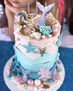 What I just love about beach themed and ocean themed cakes, cupcakes & biscuits, is that they can be so very versatile. Fondant Cupcakes, Fun Cupcakes, Cupcake Cakes, Ocean Theme Cupcakes, Pretty Cakes, Cute Cakes, Beautiful Cakes, Amazing Cakes, Mermaid Birthday Cakes