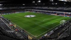 Stade Constant Vanden Stock, Bruselas, Bélgica. Capacidad 28 063 espectadores, Equipo local RSC Anderlecht. Fue construido en 1917 en el borde del Meirpark (después Parque Astrid).