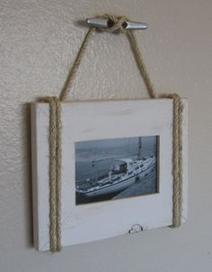 Shabby Chic Nautical Beach cottage Rope Boat cleat Picture Frame in Distressed Whisper White. An easy DIY project. Nautical Home Decorating, Coastal Decor, Decorating Ideas, Decor Ideas, Rope Crafts, Beach Crafts, Diy Crafts, Beach Cottage Style, Beach House Decor