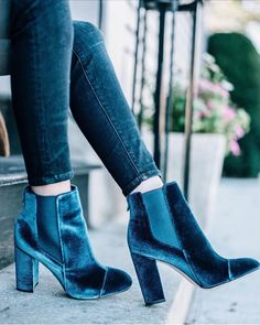 Gorgeous navy blue velvet booties add a touch of luxe to any Fall look. #fallfashion