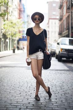 Model Tiana Zarlin wears Levi's shorts with Ray-Bans and a Marc by Marc bag #streetstyle