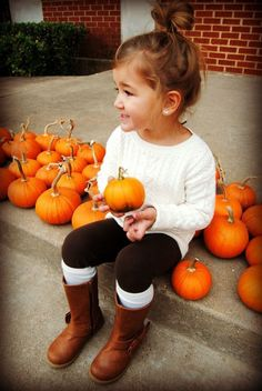 This little girl is the cutest. I can wait for when I have a girl and get to dress in fall spirit with her. Messy buns, sweaters,leggings, boots, and FALL FUN ❤️✌️☕️⛅️ More