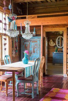 Väreissä hehkuva kartanokoti: leikkisä, persoonallinen, sisustus, retrokoti, värikäs sisustus, vintage, intia, erikoinen sisustus, koriste-esineet, kartano, scandinavian, living, interior, design, decorative