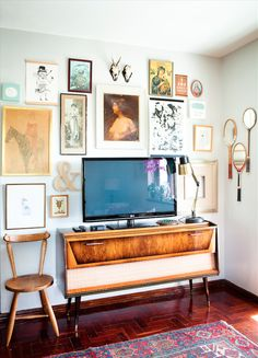 By Simone Borcherding stylist   writer   spacemaker   http://bthings.me/room-of-the-week-the-tv-room-from-arts-sake/  TV, television, art, feature wall, console table, picture wall