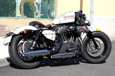Harley-Davidson 2012 XL1200X with big tank and clip ons