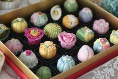 서울에서 오신 이ㅈㅇ님의 화과자 원데이클래스 A(고급)코스 후기입니다.제 동생과 성,이름 똑같아서 신청... Moon Cake, Creative Food, Mini Cupcakes, Japanese Food, Deserts, Coffee, Drinks, Gift, Mooncake