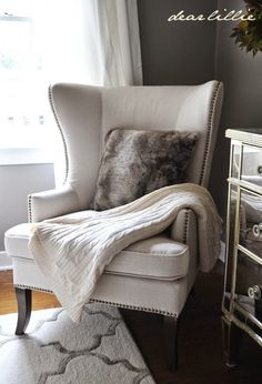 Modern Chairs. Wingback Chair. Living Room Ideas. #modernchairs #livignroom Find more #wingbackchairs here: https://www.brabbu.com/en/inspiration-and-ideas/interior-design/stylish-wingback-chairs-living-room-set