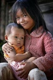 children around Vietnam - They are very cute and need help in any ways! Precious Children, Beautiful Children, Beautiful Babies, Kids Around The World, People Around The World, Cute Kids, Cute Babies, Baby Kind, Happy People