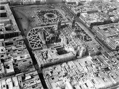 Foto área del zócalo en 1920, se observan los árboles