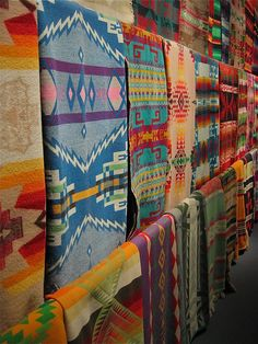 navajo- the fashion world for native textiles! Chihuly's vast collection of Native wool trade blankets boston museum Southwest Decor, Southwest Style, Ethno Design, Navajo Print, Art Populaire, Navajo Rugs, Navajo Weaving, Boho Home, Dale Chihuly