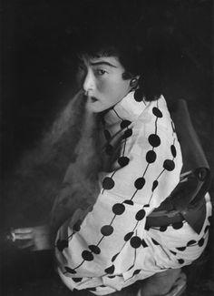 Shomei Tomatsu, morto il 14 dicembre, è considerato uno dei più importanti fotografi del novecento giapponese. I suoi reportage hanno raccontato la società dalla metà degli anni cinquanta, affrontando i tabù della cultura giapponese.