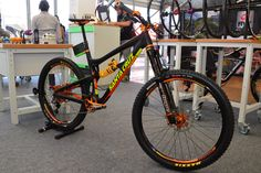 When #hopetech meets #santacruzbicycles. Bikecheck: http://www.mtb-check.com/fr/bikecheck-santa-cruz-nomad-c-edition-hope-orange/