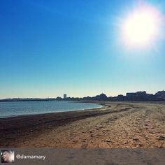 Il mare. Amo il mare d'inverno... con le sue spiagge svestite dei mille ombrelloni, brandine e turisti. Adesso è qui, tutto mio. Lo sguardo tocca l'orizzonte, i piedi stranamente non sprofondano nella sabbia perché è gelida, umida, compatta... Ma quello che osservo mi scalda il cuore... #myrimini #rimini #raccontarimini #sabbia #sand #sky #instasky #sun #vivoemiliaromagna #passeggiata #splendidagiornata #photoitaly #italy #italianphoto #instaitaly #happy #regram di @danamary