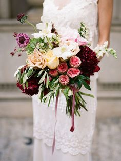Swan House Styled Shoot by Martha McIntosh (Creative Direction and Florals) + Davy Whitener (Photography) - via Grey likes weddings