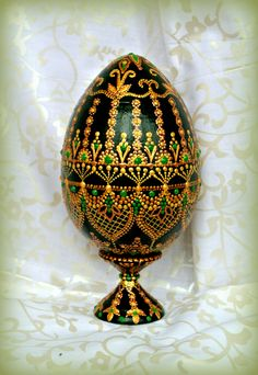 Christ's passover Egg Crafts, Easter Crafts, Diy And Crafts, Egg Rock, Decoupage On Canvas, Mandala Art, Egg Shell Art, Henna Candles, Tiffany Art